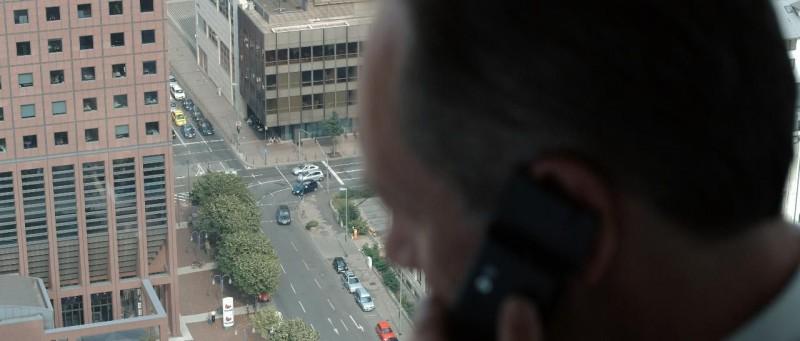 Un'immagine tratta dal film Unter dir die Stadt di Christoph Hochhäusler