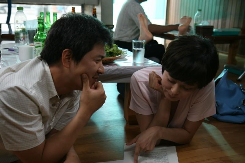 Una scena del film Hahaha, diretto da Hong Sang-soo