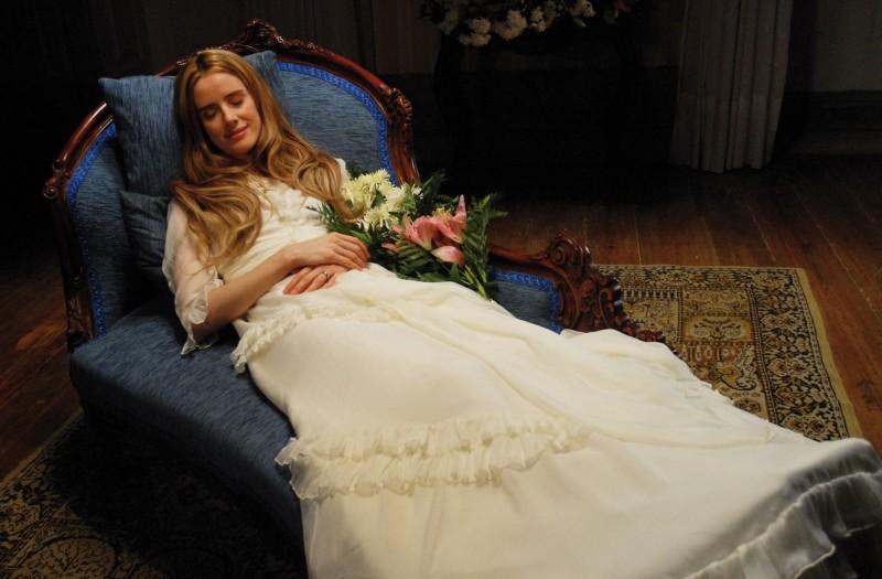 Una scena del film Lo strano caso di Angelica