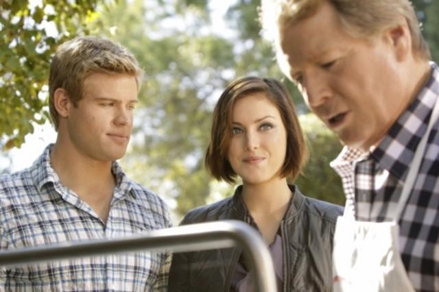 90210: Ryan O'Neal, Trevor Donovan e Jessica Stroup nell'episodio Meet The Parent