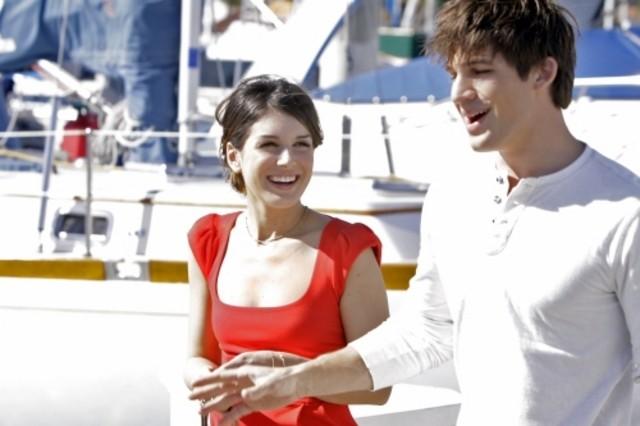 90210: Shenae Grimes e Matt Lanter in un momento dell'episodio Confessions