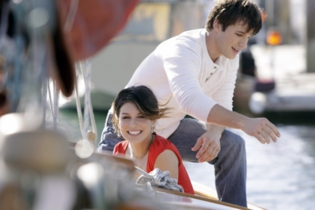 90210: Shenae Grimes e Matt Lanter in una scena dell'episodio Confessions