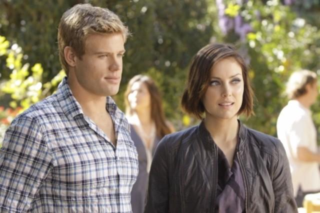 90210: Trevor Donovan e Jessica Stroup nell'episodio Meet The Parent