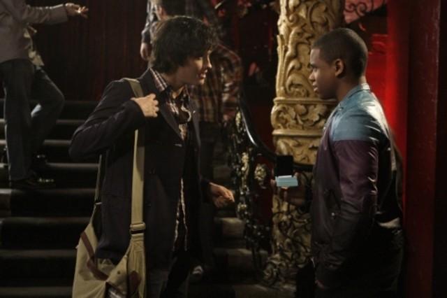 90210: Tristan Wilds e Michael Steger in un momento dell'episodio Javianna