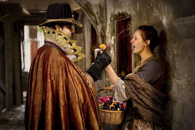 Doctor Who: Alex Price in una scena dell'episodio Vampires of Venice