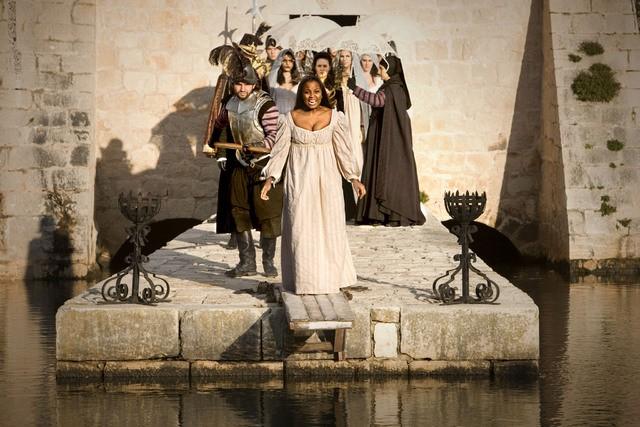 Doctor Who: Alisha Bailey in un momento dell'episodio Vampires of Venice