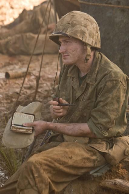 Joeseph Mazzello in una scena della miniserie The Pacific