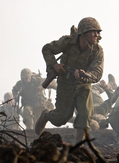 Jon Seda nel ruolo del Sergente John Basilone nella miniserie The Pacific