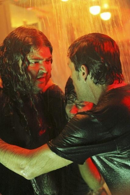 Jorge Garcia e Matthew Fox nell'episodio The Cadidate di Lost