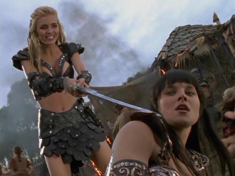 Lucy Lawless e Hudson Leick in Xena e il ritorno di Callisto episodio di Xena principessa guerriera