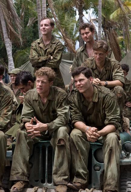 Tom Budge, Jacob Pitts, Joshua Helman, Ashton Holmes e James Badge Dale nella miniserie The Pacific
