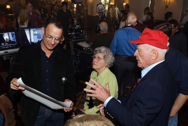 Tom Hanks in un momento delle riprese della miniserie The Pacific