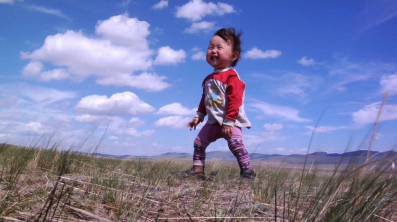 Bayar, dalla Mongolia, nel film Babies