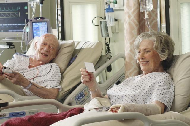 Grey's Anatomy: Alan Mandell e Marion Ross nell'episodio Shiny Happy People
