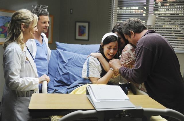 Grey's Anatomy: Jessica Capshaw, Justin Chambers e Demi Lovato nell'episodio Shiny Happy People
