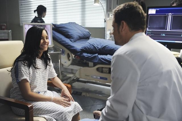 Grey's Anatomy: Justin Chambers e Demi Lovato nell'episodio Shiny Happy People