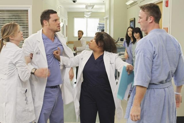Grey's Anatomy: Justin Chambers, Jake McLaughlin e Chandra Wilson nell'episodio Sympathy for the Parents