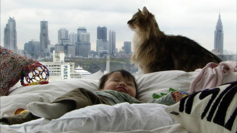 Mari sogna beatamente nel film Babies