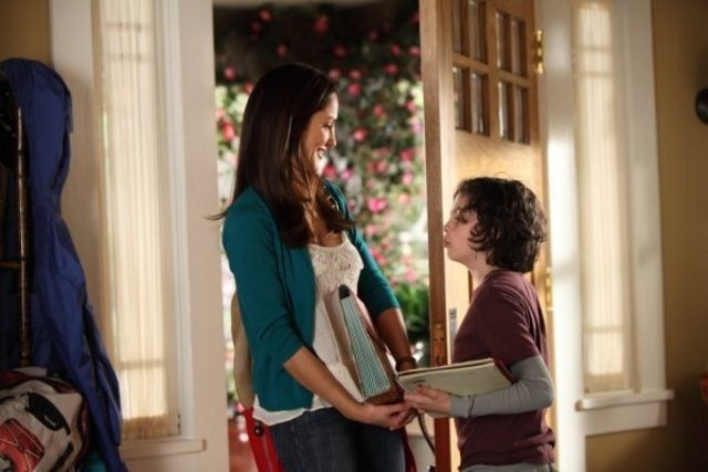 Parenthood: Minka Kelly e Max Burkholder nell'episodio What's Goin' On Down There?