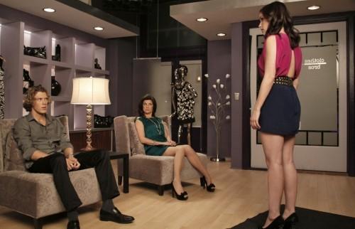 Brooke (Sophia Bush) discute con Alex (Mitch Ryan) e Victoria (Daphne Zuniga) in: Every Picture Tells a Story di One Tree Hill