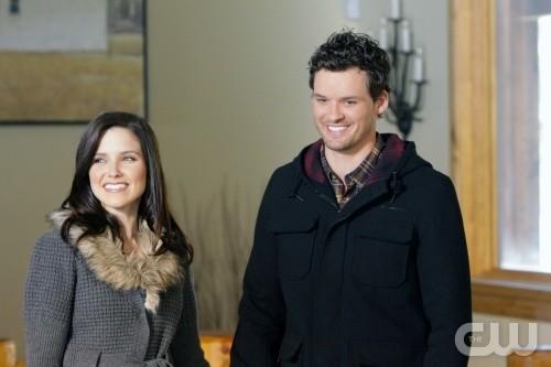 Brooke (Sophia Bush) e Julian (Austin Nichols) felici insieme nell'episodio Almost Everything I Wish I'd Said the Last Time I Saw You