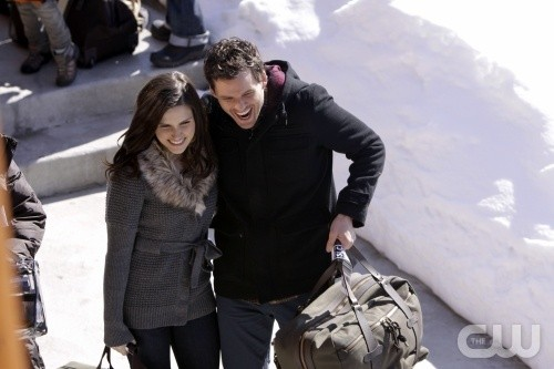 I sorridenti Sophia Bush e Austin Nichols nell'episodio Almost Everything I Wish I'd Said the Last Time I Saw You