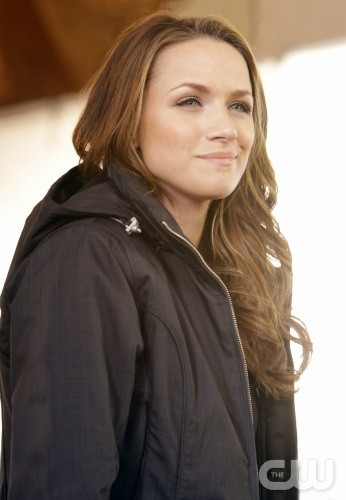 La bella Quinn (Shantel VanSanten) nell'episodio Almost Everything I Wish I'd Said the Last Time I Saw You