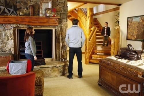 La famiglia Scott (Bethany Joy Galeotti, James Lafferty e Jackson Brundage) nell'episodio Almost Everything I Wish I'd Said the Last Time I Saw You