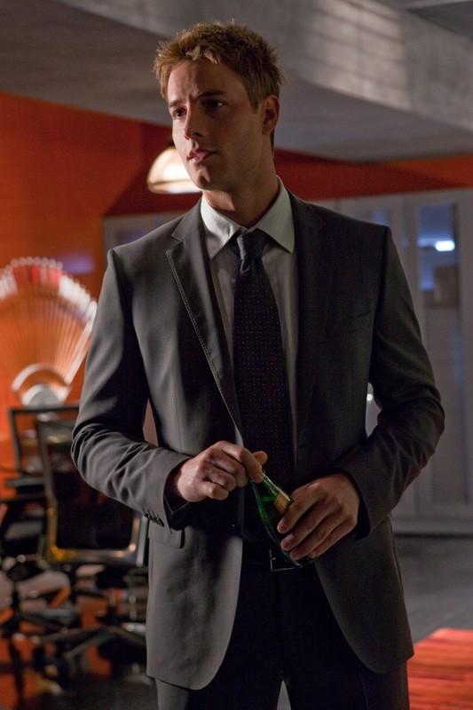 Oliver (Justin Hartley) in giacca e cravatta nell'episodio Sacrifice di Smallville