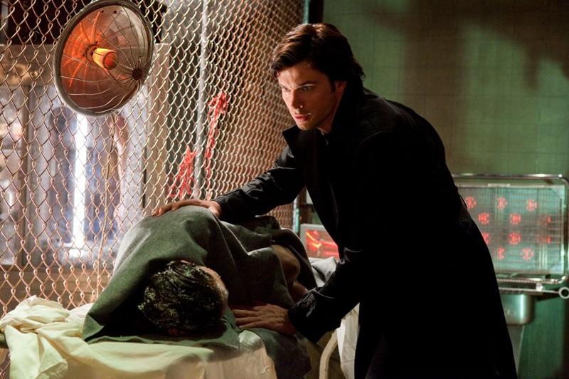 The Blur (Tom Welling) e Lois (Erica Durance) in una scena dell'episodio Conspiracy di Smallville