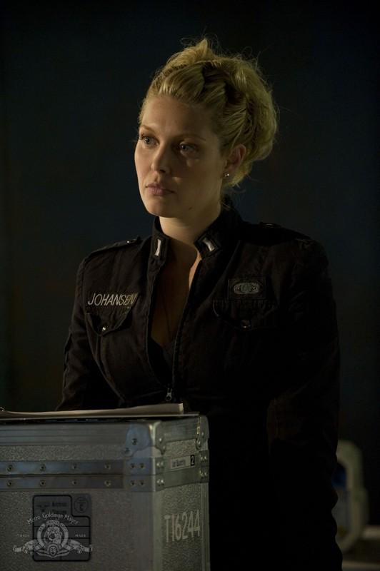 Alaina Kalanj in una scena dell'episodio Lost di Stargate Universe