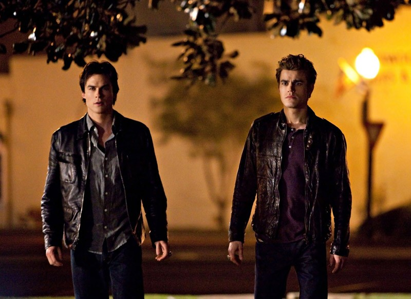 Damon (Ian Somerhalder) e Stefan Salvatore (Paul Wesley) nell'episodio Isobel di The Vampire Diaries