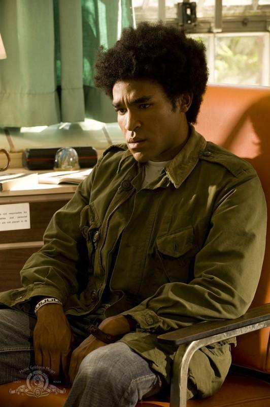 Greer (Jamil Walker Smith) in un ricordo del passato nell'episodio Lost di Stargate Universe