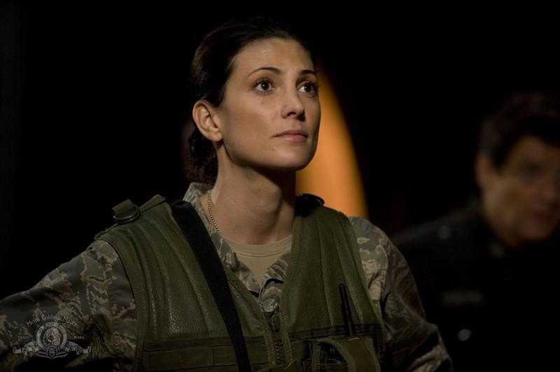 Vanessa James (Julia Anderson) in una sequenza dell'episodio Lost di Stargate Universe
