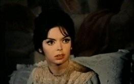 Barbara Steele in una sequenza del film L\'orribile segreto del dottor Hichcock (1962)