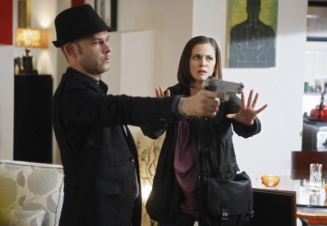 FlashForward: Dominic Monaghan e Christine Woods in una scena dell'episodio Countdown