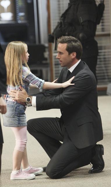 FlashForward: Joseph Fiennes nell'episodio Countdown