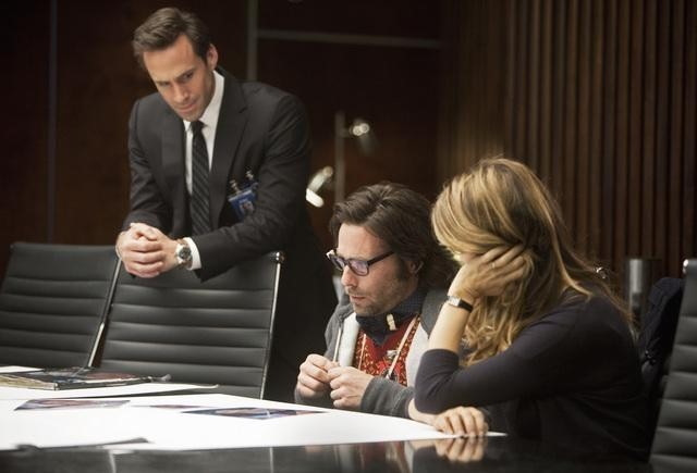 FlashForward: Joseph Fiennes, Sonya Walger e James Callis nell'episodio The Negotiation