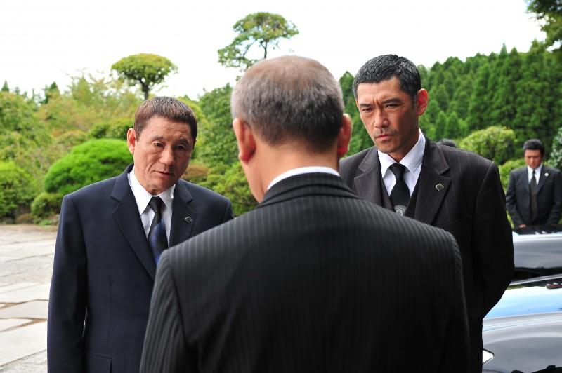 Kitano in una scena del suo Outrage