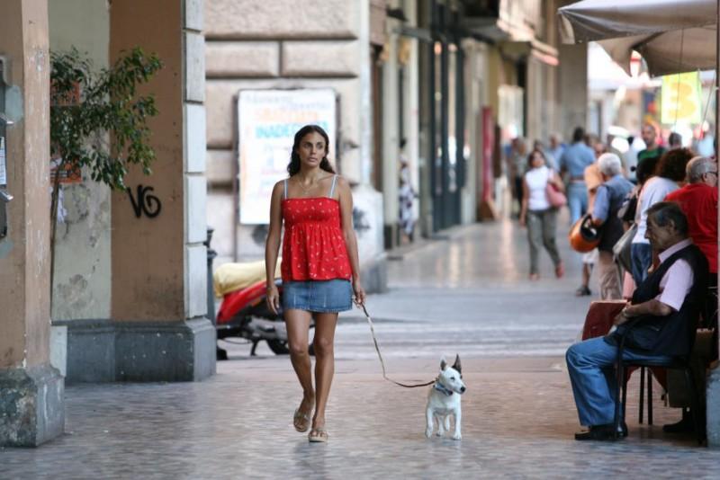 Kesia Elwin in una scena di Scontro di civiltà per un ascensore a Piazza Vittorio