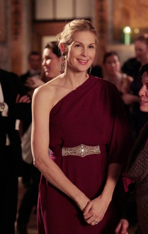 La sorridente Lily (Kelly Rutherford) in una scena dell'episodio Ex-Husbands and Wives di Gossip Girl