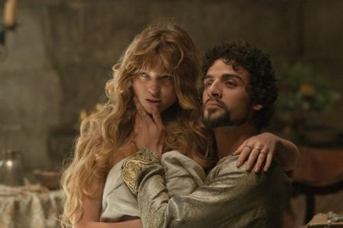 Oscar Isaac e Léa Seydoux in una scena di Robin Hood
