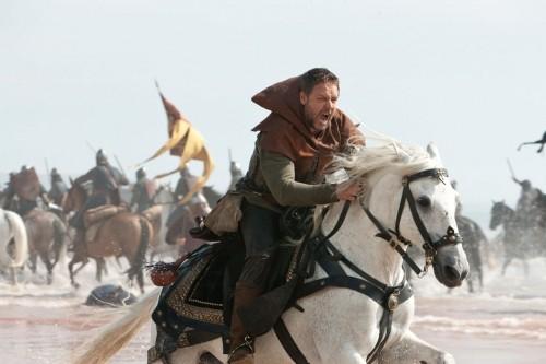 Robin Hood (Russell Crowe) temerario e battagliero nel film Robin Hood
