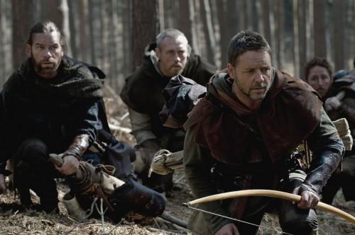 Russell Crowe, Kevin Durand e Scott Grimes nel film Robin Hood
