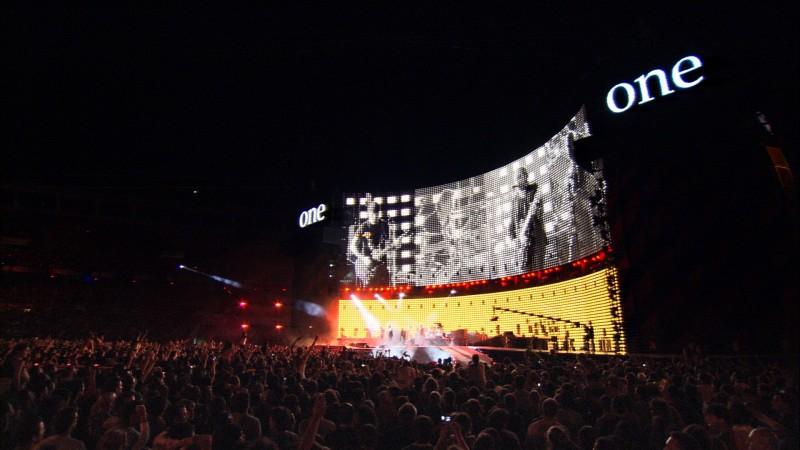 Un'immagine dal tour degli U2 nel film U2 3D