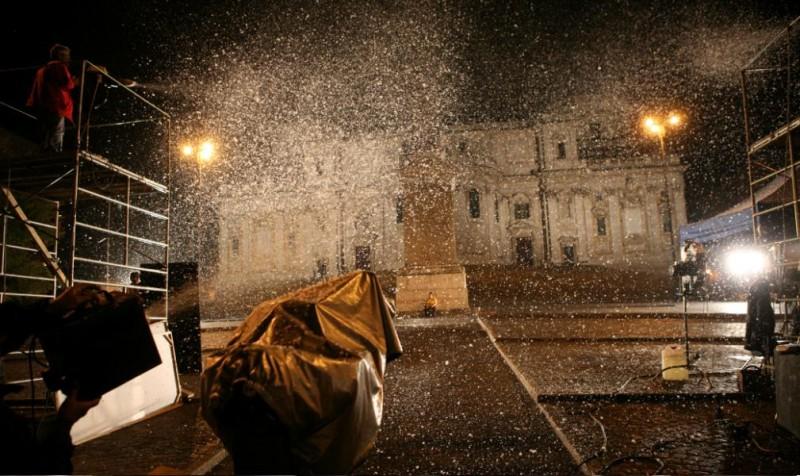 Un'immagine di Porta Maggiore durante le riprese del film Scontro di civiltà per un ascensore a Piazza Vittorio