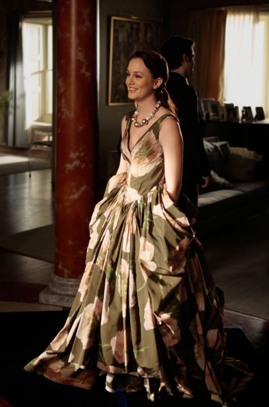 Una sorridente Blair (Leighton Meester) in una scena dell'episodio Ex-Husbands and Wives di Gossip Girl