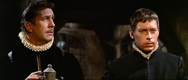 Vincent Price e John Kerr in una scena del film Il pozzo e il pendolo