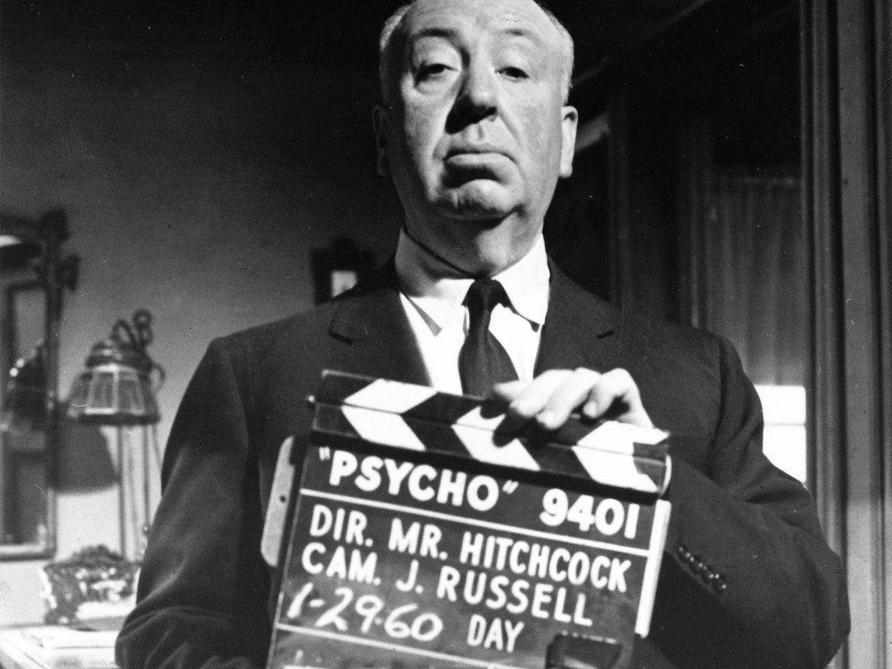 Wallpaper del film Psycho con Hitchcock sul set