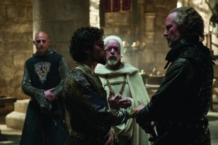 William Hurt e Oscar Isaac nel film Robin Hood (2010)
